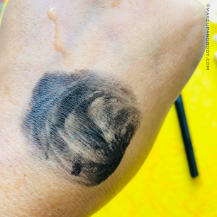 SUGAR EYE WARNED YOU SO! DOUBLE MATTE EYELINER!– 01 Black Swan Review & Swatches